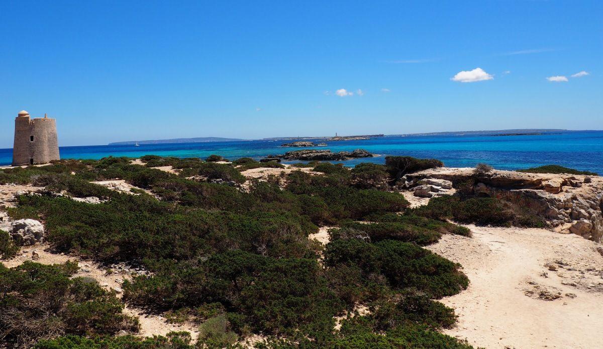 Walking in Ibiza_Pirate Towe Salinas